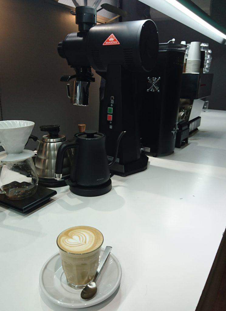 ラテとコーヒーを作る機械を一緒に撮った写真