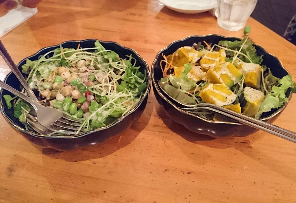 7種類の豆のサラダとホクホクかぼちゃのサラダのツーショット