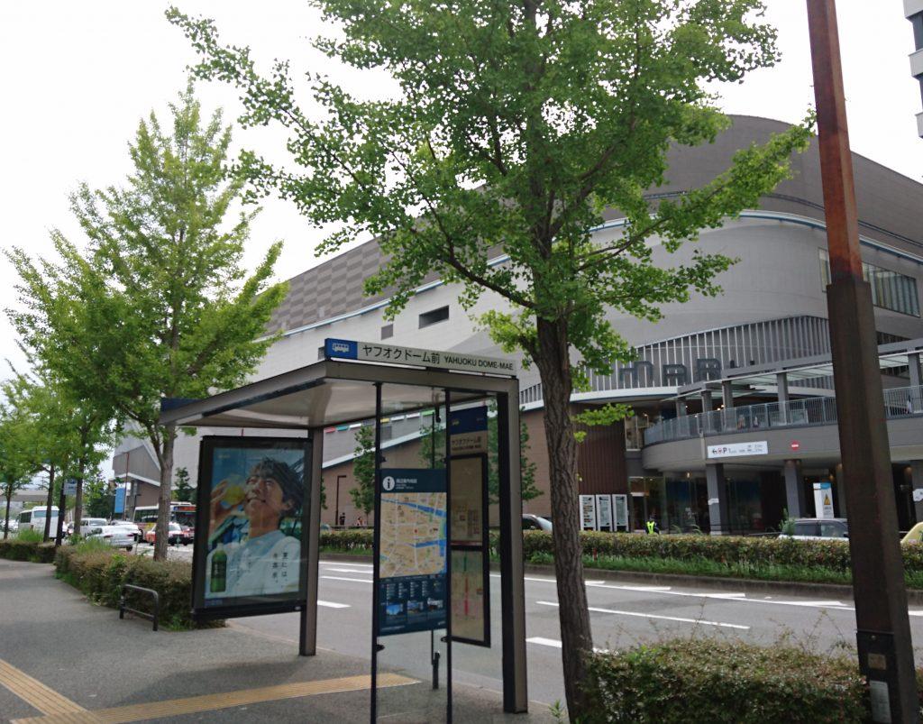 マークイズ福岡ももちとバス停のツーショット