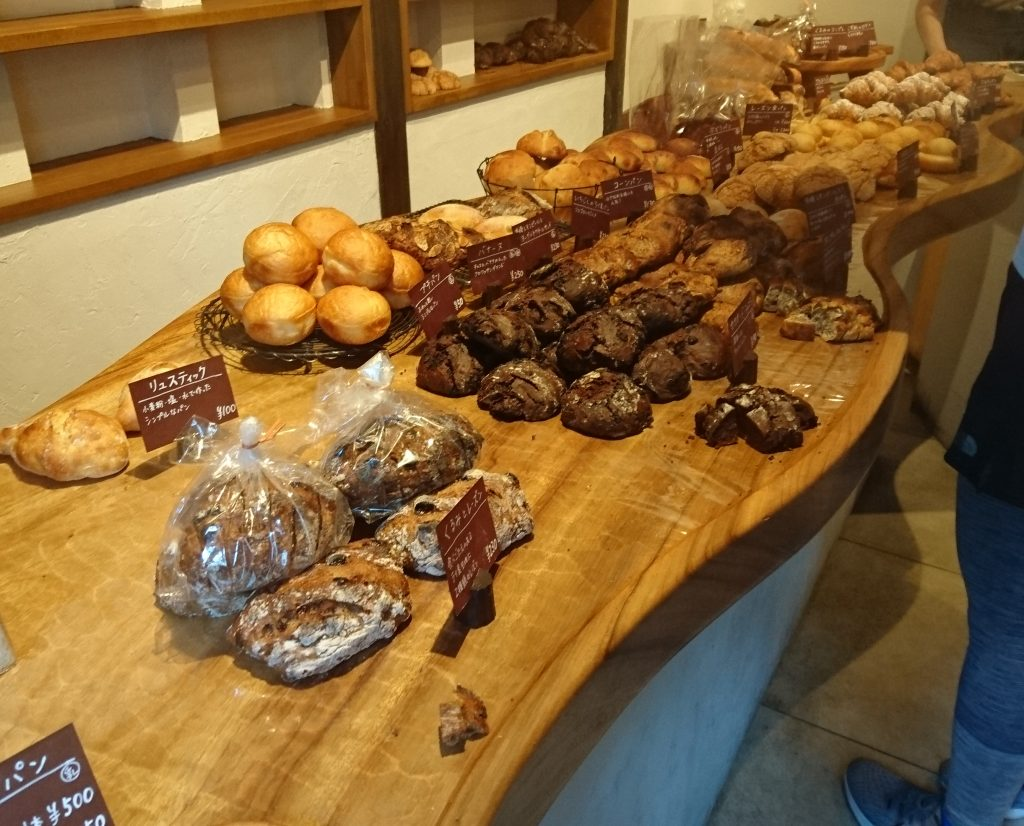 入口側から撮影した販売されているパン
