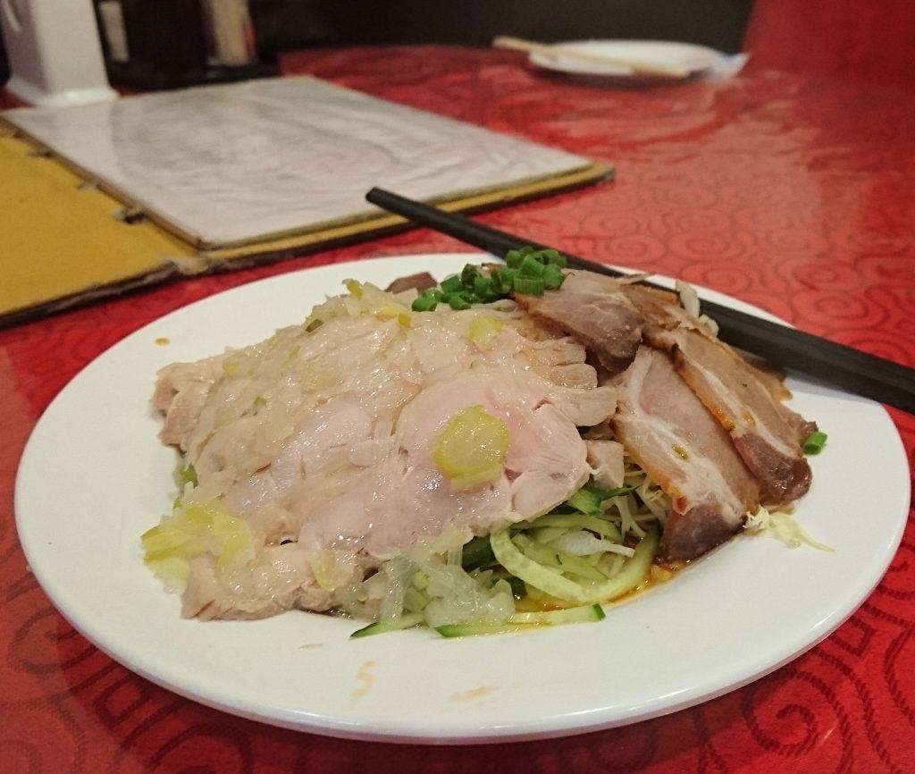 蒸し鶏と葱ソースかけと自家製チャーシュー盛り合わせ