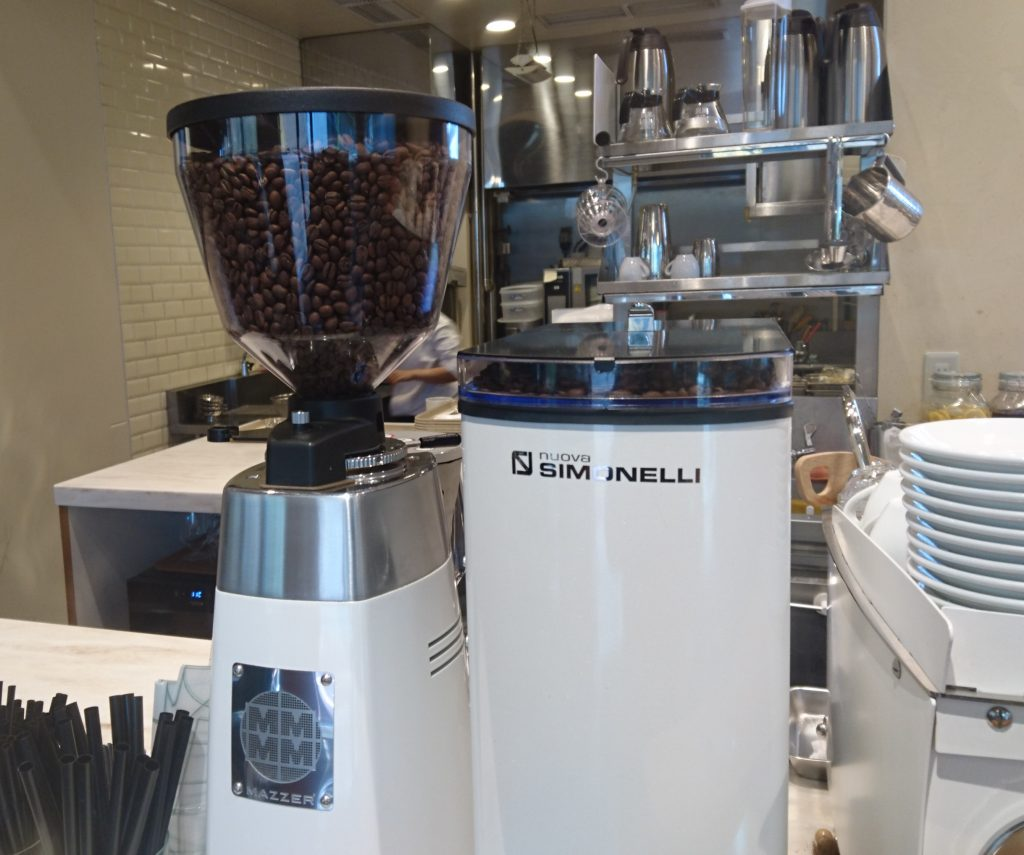 レジにあるコーヒーマシーン