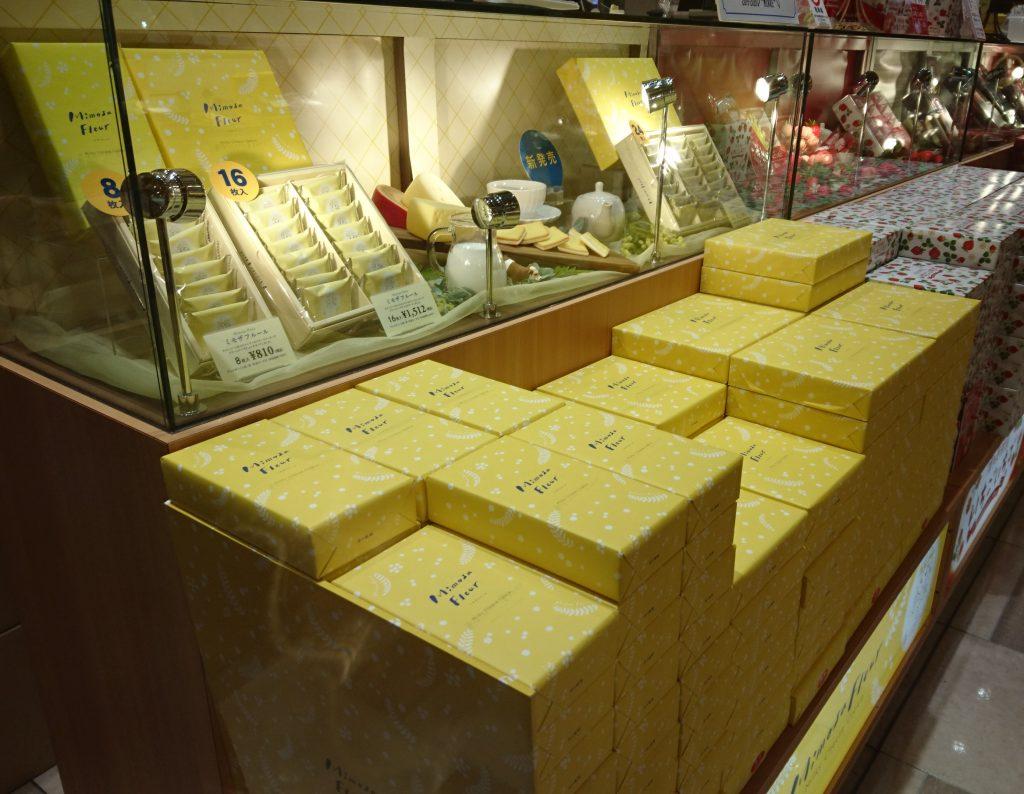 売り場に展開されているミモザフルール