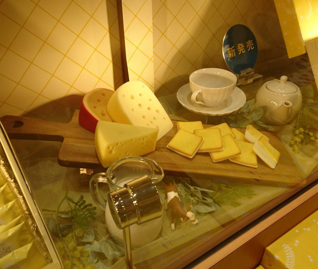 ケースの中で展開されている チーズのサンプル