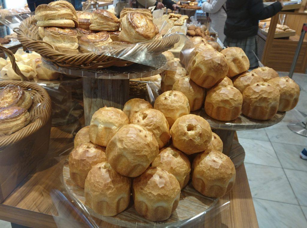 売り場の一部を撮影 丸みのあるパンが多い