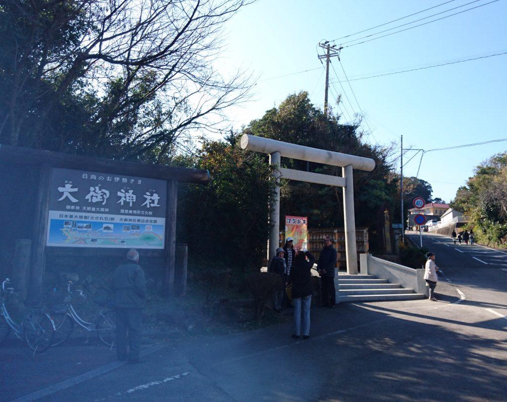 神社入口の様子 遠方からの撮影