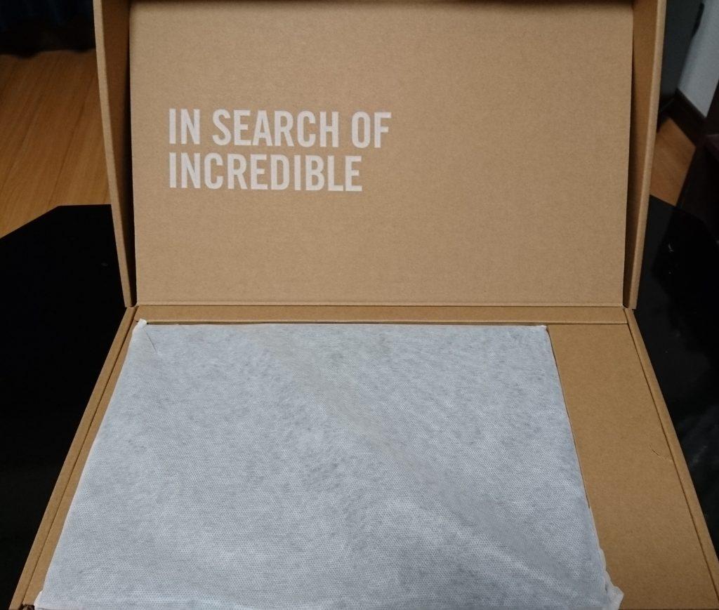 ケースは本のように開ける ケースの内側の外観