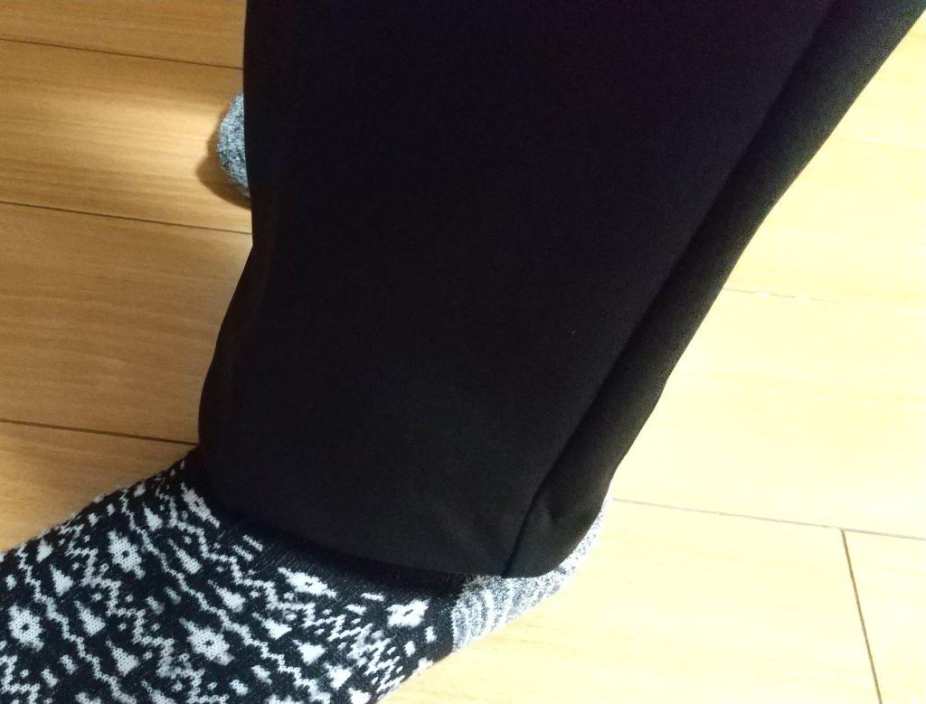 パンツの先と靴下を撮影
