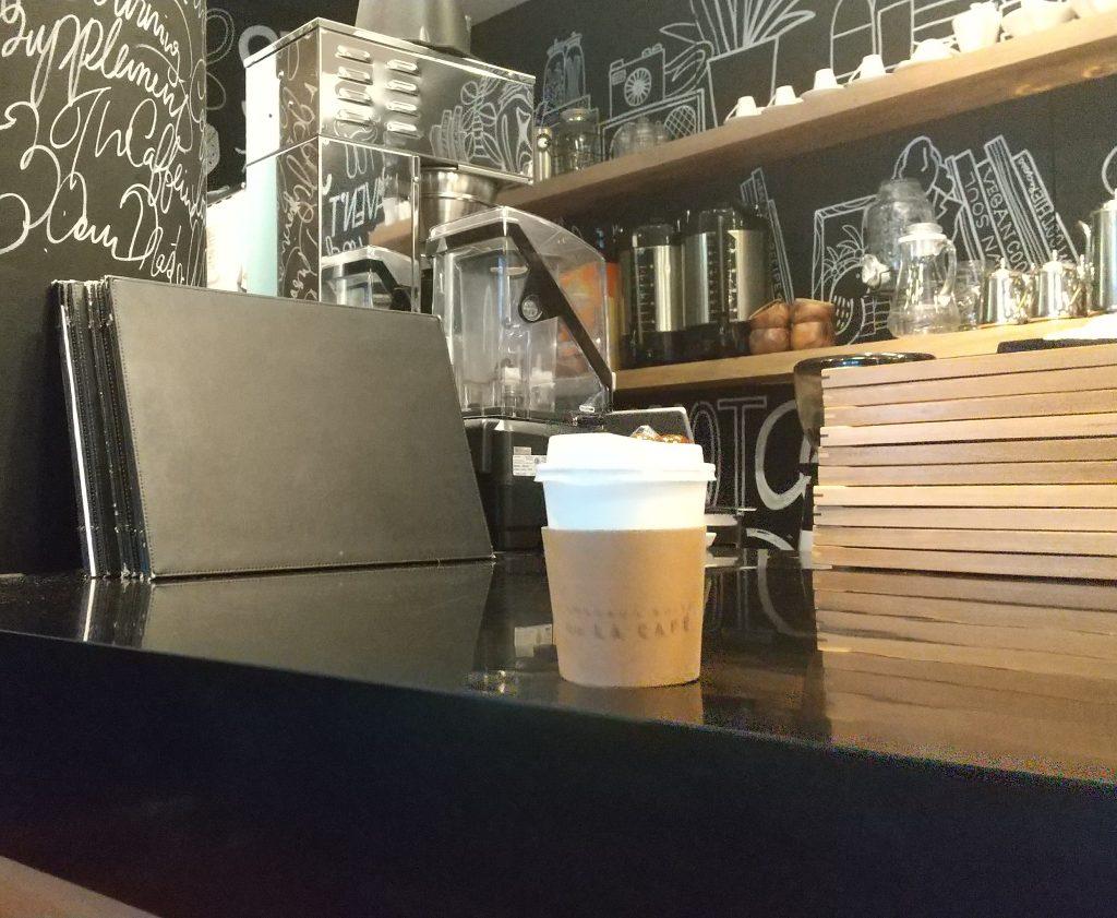 コーヒーマシーンと購入したコーヒー