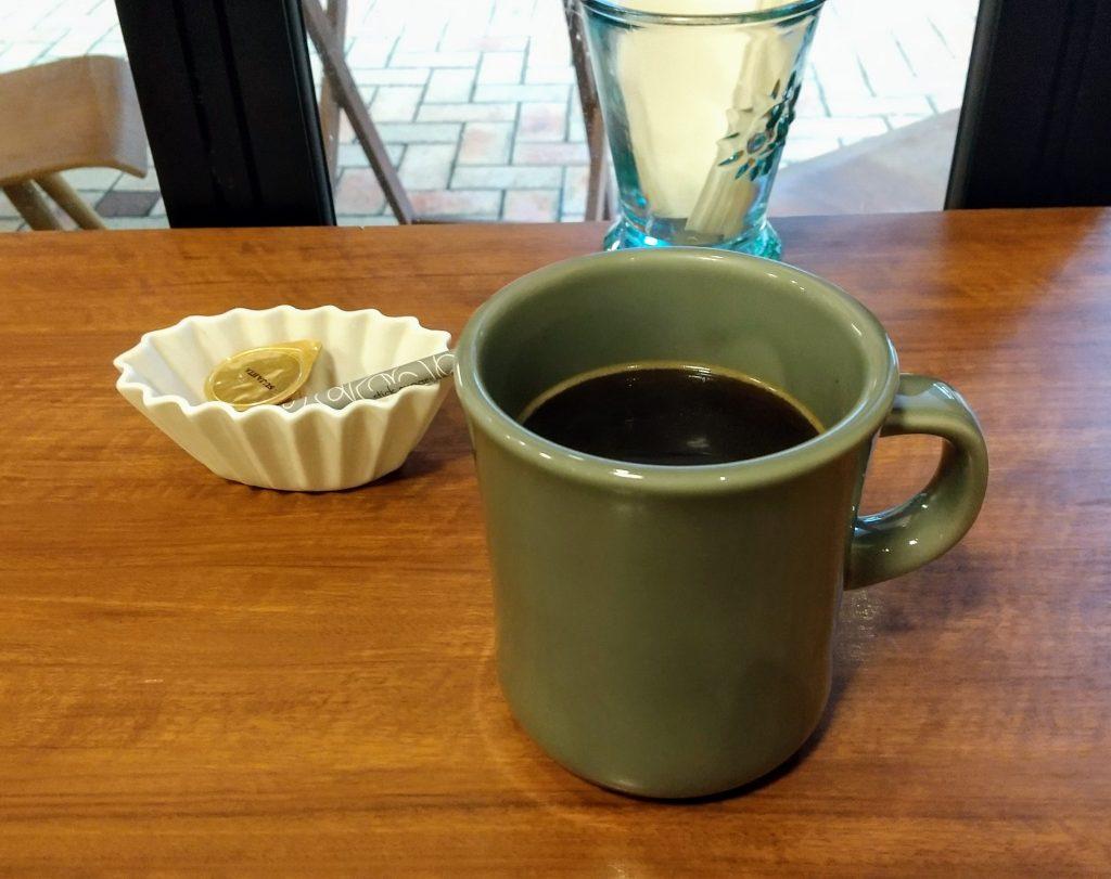 コーヒーを正面から撮影