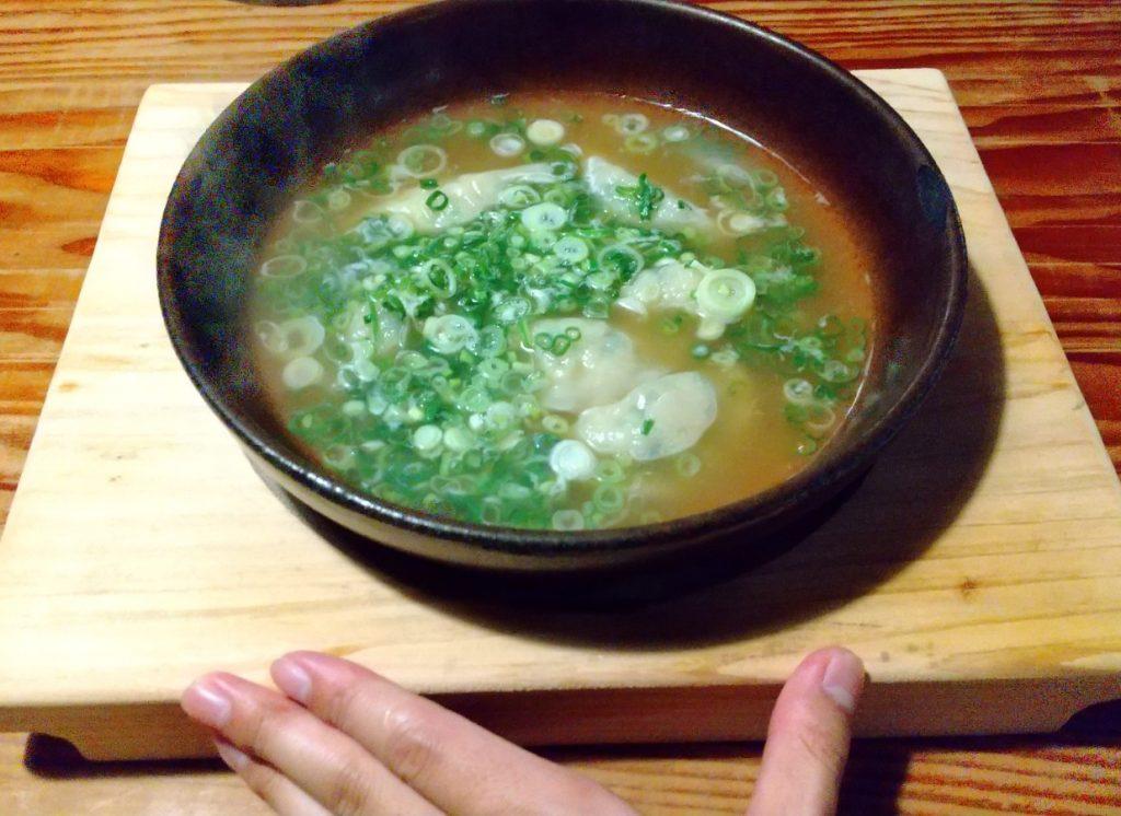 炊き餃子と自分の手