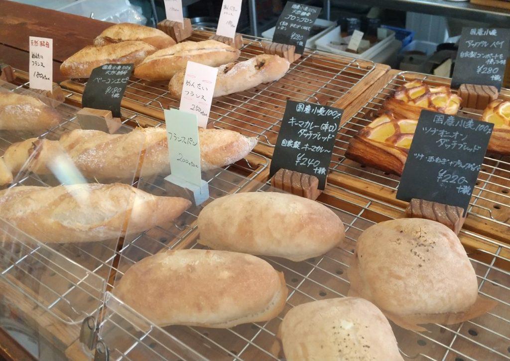 店頭に並ぶパン8種