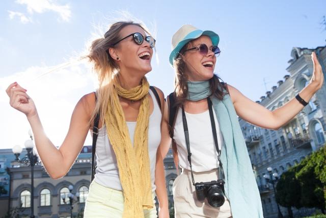 旅行中の二人組の女性