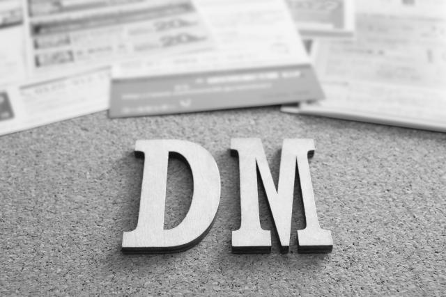 DM の文字 手紙 モノクロ