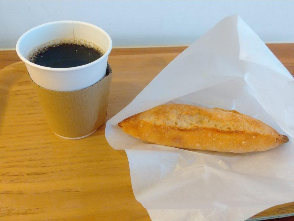 プチミルクバスケットとコーヒー