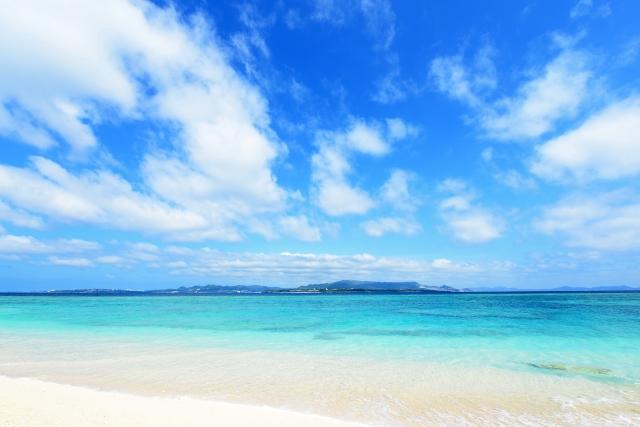 澄んだ海ときれいな空